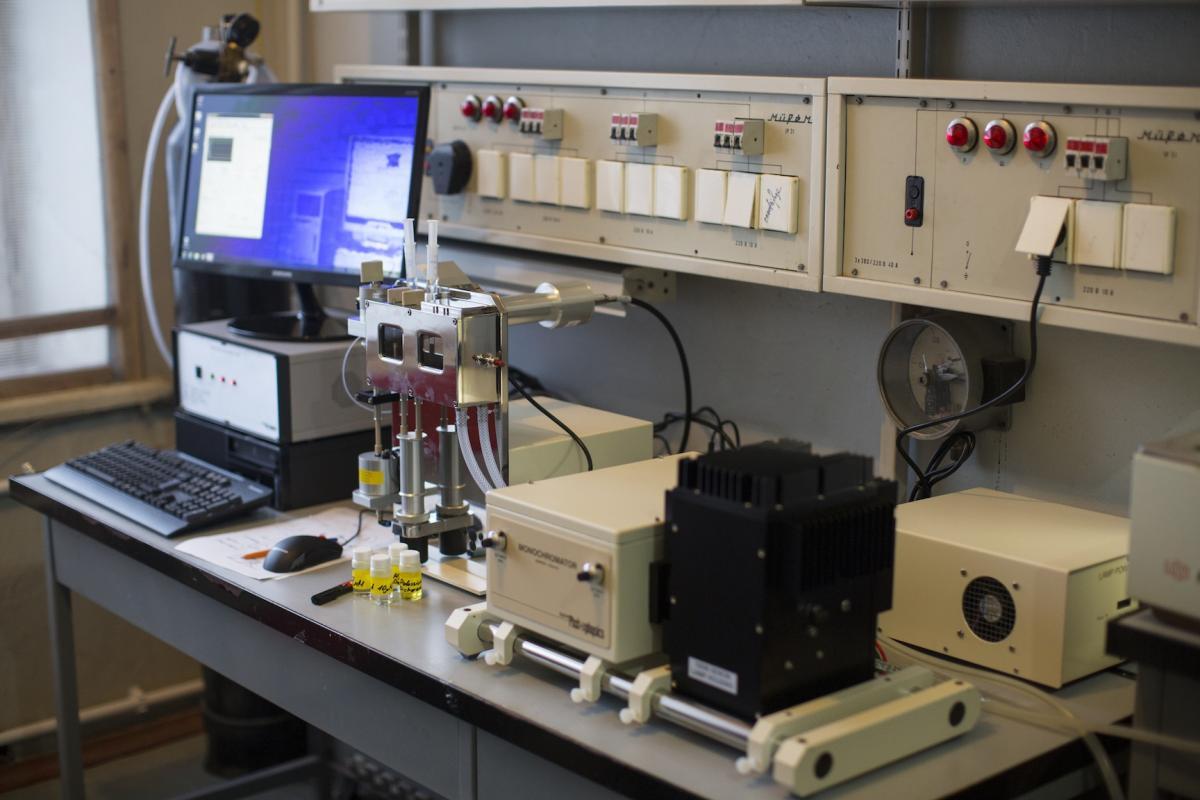 Выполненные проекты: В феврале 2015 года в ФГБУ ПИЯФ им. Б.П. Константинова установлен спектрометр остановленного потока SX-20 производства компании Applied Photophysics